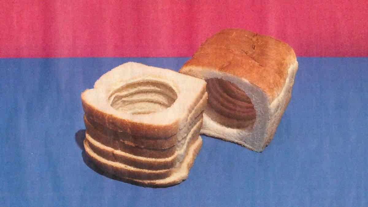 Fette di pane bianco risultato di lavorazioni industriali esempio di cibo spazzatura da Internazionale by thewealthyspoon
